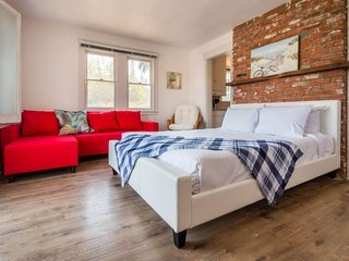 Furnished 1-Bedroom Apartment at S Main St & Dudley Ave Los Angeles - Venice Beach vacation rentals