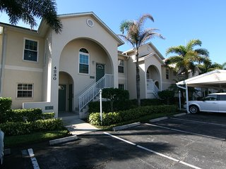 PINESTONE CONDO- AVAILABLE FOR SEASON 2017 - (3 MONTH MINIMUM) - Sarasota vacation rentals
