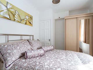 Luxury 2 Bed Apartment In The Heart Of Cardiff - Cardiff vacation rentals
