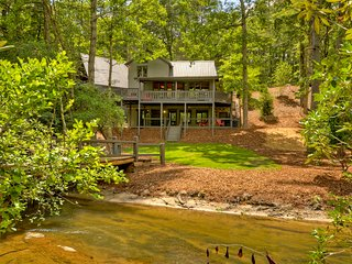 Beautiful Lodge with Deck and Hot Tub - Blue Ridge vacation rentals
