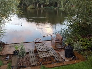 Tally Ho 1 ! Luxury Let; hot tub, fishing and wifi - Tattershall vacation rentals
