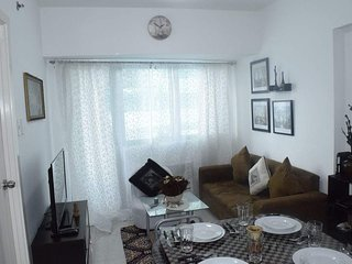 NEW Fully furnished 1BR condo w/ balcony in QC - Quezon City vacation rentals