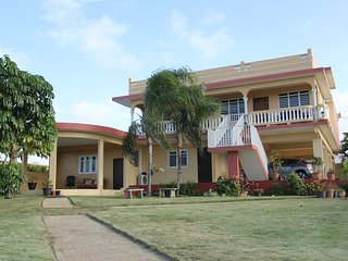 Convenient Apartment with A/C and Parking in Hatillo - Hatillo vacation rentals