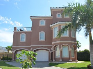 4BR/4BA,HEATED POOL, GATED COMM, 3 HOUSES TO BEACH - South Padre Island vacation rentals