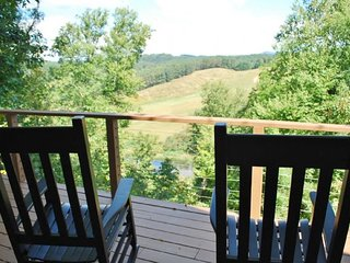 Nice 2 bedroom West Jefferson Cabin with Deck - West Jefferson vacation rentals