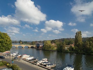 Tatiana's flat - Stunning views over river Thames - Midsomer country - Beware! - Henley-on-Thames vacation rentals