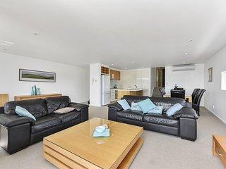 Cozy 3 bedroom Apollo Bay Apartment with A/C - Apollo Bay vacation rentals