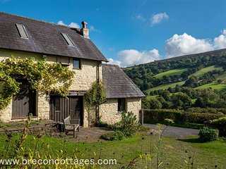 Charming 1 bedroom Llangattock Cottage with Television - Llangattock vacation rentals