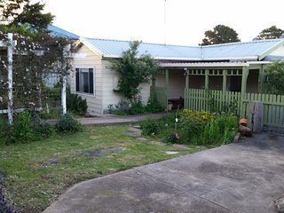 1 bedroom Guest house with Deck in Braidwood - Braidwood vacation rentals