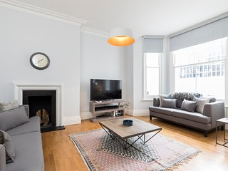 Tastefully designed & modern 2bed 2bath w/ garden - London vacation rentals