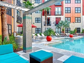 Spacious + Modern 2/2 Downtown St Pete- Amenities - Saint Petersburg vacation rentals