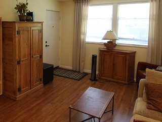 Simple yet Classy 1 Bedroom, 1 Bathroom Apartment in Menlo Park - Menlo Park vacation rentals