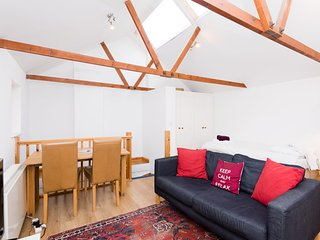 Lovely Spacious Studio City Centre Cambridge - Cambridge vacation rentals