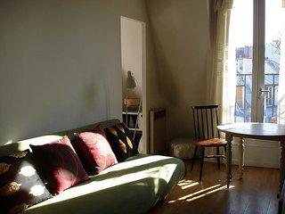 Lovely Condo with Television and Microwave - Paris vacation rentals