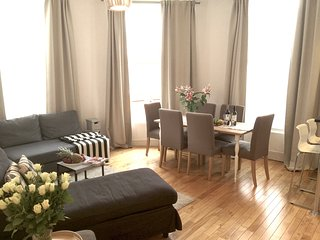 WESTEND! NottingHill/Hyde Park! 2BED/2BATH! MODERN/COZY, 5 min to subway! - London vacation rentals
