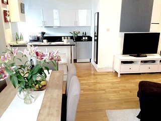 NottingHill/Hyde Park! 2BED/2BATH! 5 min to subway - London vacation rentals