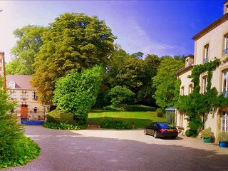 Beautiful Restored Manor near D-Day - Douvres-la-Delivrande vacation rentals