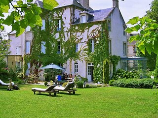 Charming 7 bedroom Douvres-la-Delivrande Cottage with A/C - Douvres-la-Delivrande vacation rentals