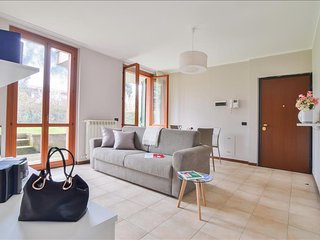 Spacious flat with garden and WiFi! - Arese vacation rentals