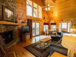 Dixieland Delight - Minutes to Pigeon Forge & Attractions! Game Room and Family Friendly!!! - Sevierville vacation rentals