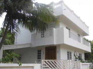 Comfortable Villa with A/C and Satellite Or Cable TV - Vanur vacation rentals