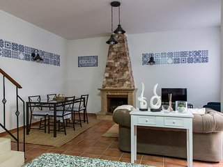 Nice House with Water Views and Washing Machine - Alcochete vacation rentals