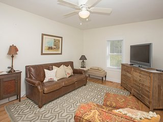 The Spangler House is a charming farmhouse retreat - Knoxville vacation rentals