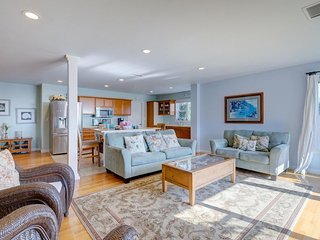 Open floor plan w/ partial ocean view, private back yard - in quiet neighborhood - La Jolla vacation rentals
