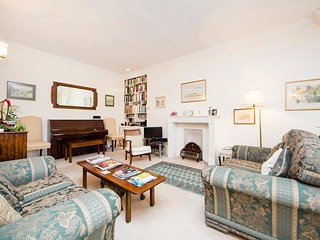 Quintessentially English two bedroom apartment just moments from Harrods with beautiful views and outside terrace. - London vacation rentals