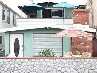 Beach Bungalow 30 Seconds to the Beach/Dining  Wifi/Parking/Bikes - Balboa Island vacation rentals