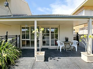 Isle of Serenity - Long Island Guest House - Frankston vacation rentals