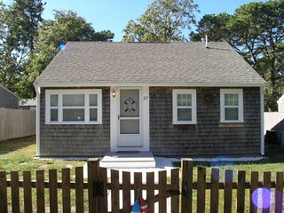Cozy 2 bedroom House in Dennis Port with Deck - Dennis Port vacation rentals
