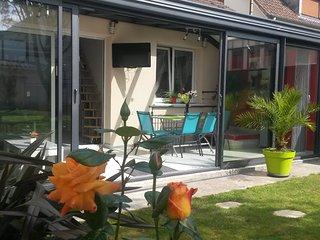 Charmante maison veranda + PARKING - Sotteville-les-Rouen vacation rentals