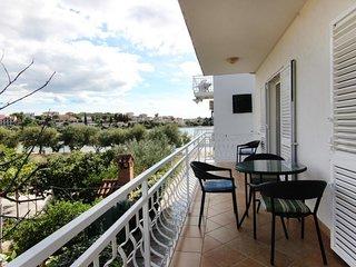 BEACHFRONT  ONE BEDROOM APARTMENT - Split vacation rentals