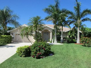 Villa Lady Jane - SE Cape Coral, 3b/2ba Pool Home, Gulf Access, Electric and solar heated Pool & Spa, Boat Dock w.Lift, Bicycles, - Cape Coral vacation rentals