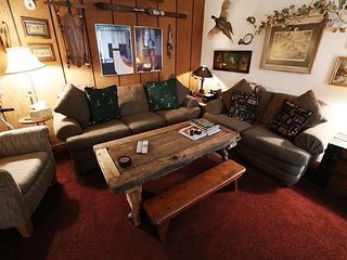 Cozy 2 Bed / 2 Bath, In Town, On Shuttle Route - Mammoth Lakes vacation rentals
