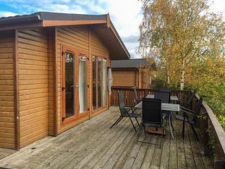 CLACHNABEN VIEW LODGE, detached lodge, hot tub, WiFi, terrace, pet-friendly, Banchory, Ref 932262 - Banchory vacation rentals