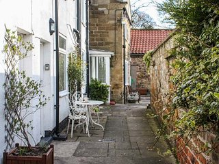 COSY COTTAGE, mid-terrace, two bedrooms, open fire, WiFi, Swainby, Stokesley - Stokesley vacation rentals