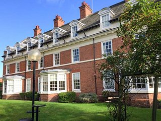 THE FEVERSHAM, city location, off road parking, WiFi, in York, Ref 946244 - York vacation rentals