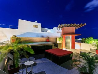 Amazing 2Bedroom on 5th Avenue +Rooftop common pool +WIFI Internet +Parking - Playa del Carmen vacation rentals