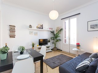 Comfortable Condo with Internet Access and Washing Machine - Barcelona vacation rentals