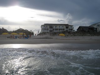 Ocean front condo--clean and dog friendly - Carolina Beach vacation rentals