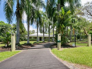 5 bedroom House with A/C in Palm Cove - Palm Cove vacation rentals