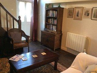 18c Holiday cottage in a quiet Limousin village. - Mailhac-sur-Benaize vacation rentals