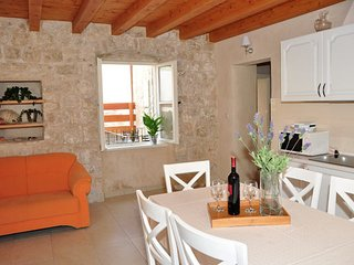 Villa Mama 2 (apartment 4+2) - Omis vacation rentals