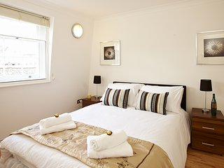 Central London Apartment With Wifi and Outdoor Space Right At Victoria Station! - London vacation rentals