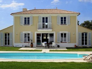 Nice Villa with Internet Access and Satellite Or Cable TV - L'Aiguillon-sur-Vie vacation rentals