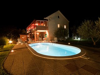 Bright 6 bedroom Benkovac Villa with Internet Access - Benkovac vacation rentals