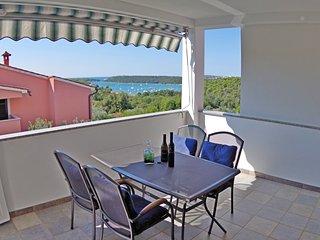 Holiday apartment Iris, shared pool and sea view - Banjole vacation rentals