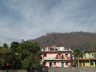 Entire apartment amidst mountains and greenery - Tapovan vacation rentals